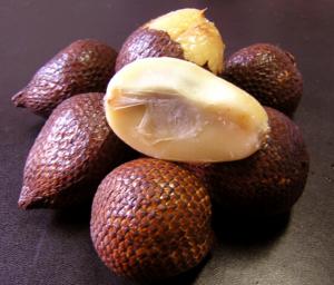 Salak-or-snake-fruit-300x256